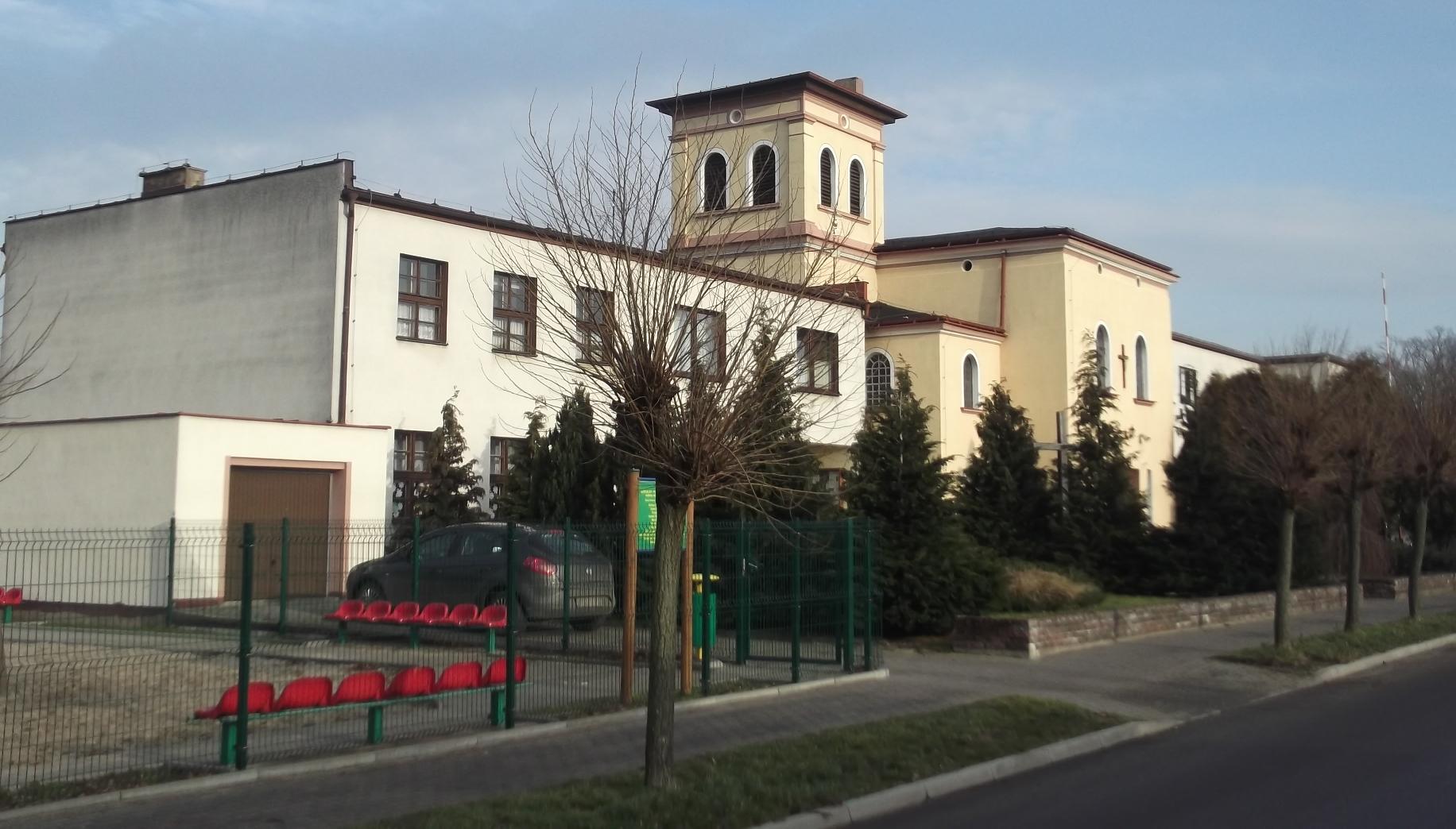 Kościół w Dominowie wraz z plebanią