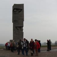 Przed pomnikiem na Polach Grunwaldzkich